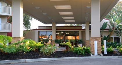 Exterior | Best Western Plus Garden Court Inn