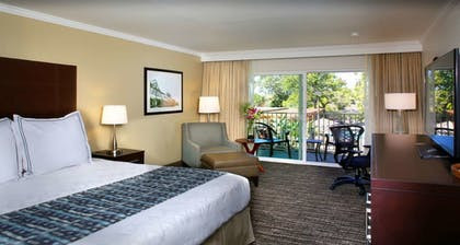 Guestroom | Best Western Plus Garden Court Inn