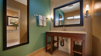 Bathroom | Best Western Plus Beach View Lodge
