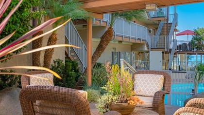 Courtyard | Best Western Plus Beach View Lodge