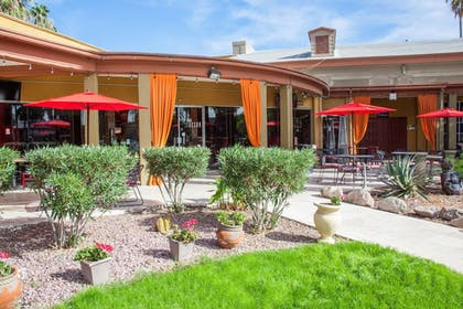 Outdoor Dining   Hotel Tucson City Center