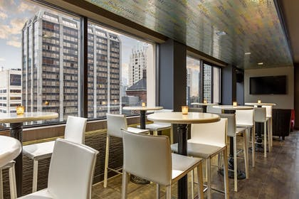 Hotel Bar | Cambria Hotel & Suites Chicago Magnificent Mile