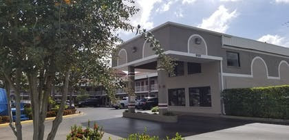 Hotel Entrance | Hotel South Tampa & Suites