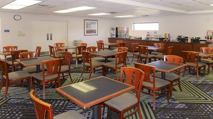 Breakfast Area | Hotel South Tampa & Suites