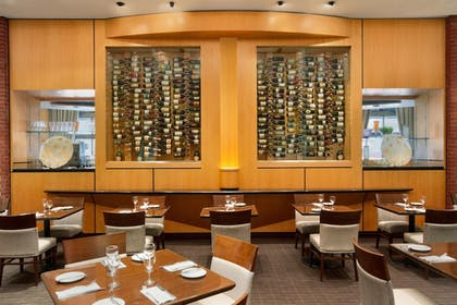 Restaurant | DoubleTree by Hilton Hotel Toronto Downtown