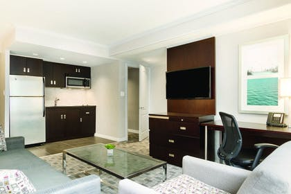 Guestroom | DoubleTree by Hilton Hotel Toronto Downtown