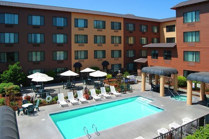 Outdoor Pool | Oxford Suites Chico