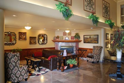 Lobby | Oxford Suites Chico