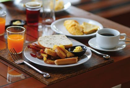 Breakfast buffet | Oxford Suites Chico