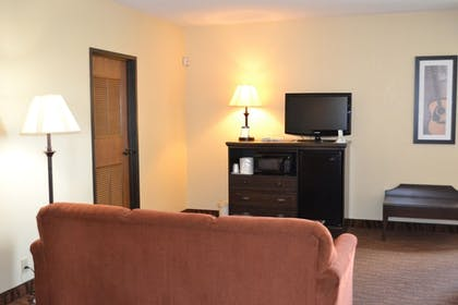 Living Area | Best Western Music Capital Inn