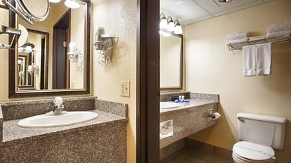 Bathroom | Best Western Music Capital Inn