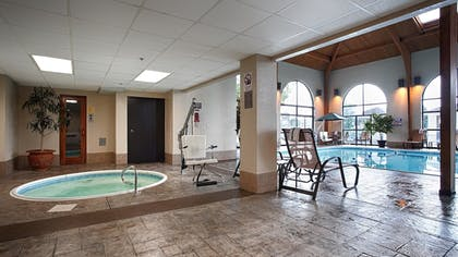 Outdoor Spa Tub | Best Western Music Capital Inn