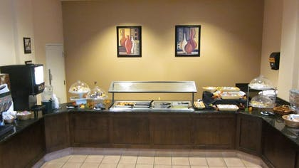 Breakfast Area | Quality Suites Lake Wright - Norfolk Airport