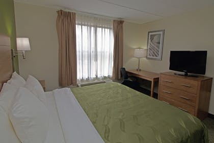 Guestroom | Quality Suites Lake Wright - Norfolk Airport