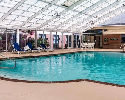 Pool | Quality Suites Lake Wright - Norfolk Airport