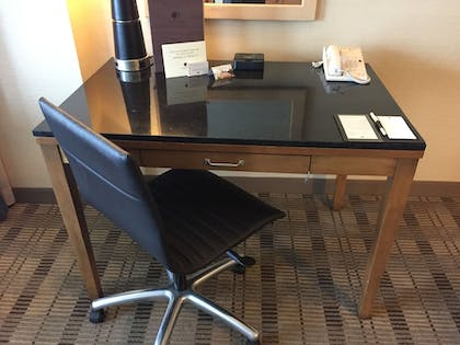 Guestroom | DoubleTree by Hilton San Pedro - Port of Los Angeles