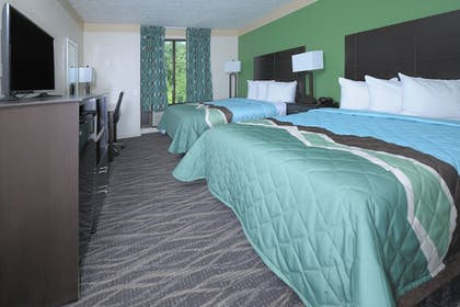 Guestroom | Country Cascades Waterpark Resort