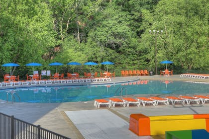 Pool   Country Cascades Waterpark Resort