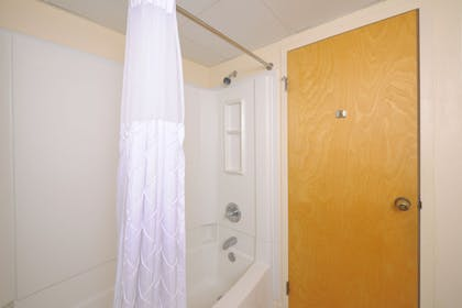 Bathroom Shower | Country Cascades Waterpark Resort