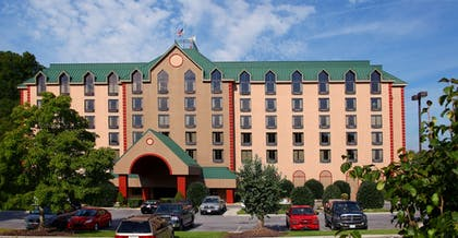 Hotel Front | Country Cascades Waterpark Resort