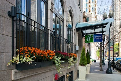 Exterior | Holiday Inn Express Chicago-Magnificent Mile