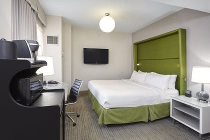 Guestroom | Holiday Inn Express Chicago-Magnificent Mile