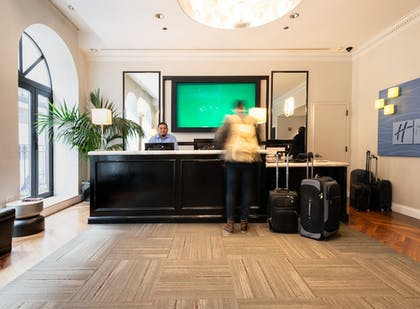 Hotel Interior | Holiday Inn Express Chicago-Magnificent Mile