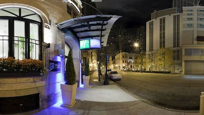 Hotel Front - Evening/Night | Holiday Inn Express Chicago-Magnificent Mile