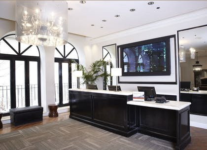 Lobby | Holiday Inn Express Chicago-Magnificent Mile