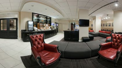 Lobby Sitting Area | Holiday Inn Express Chicago-Magnificent Mile