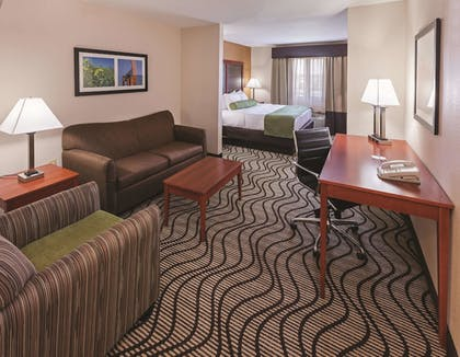 Guestroom | La Quinta Inn & Suites by Wyndham Midwest City - Tinker AFB