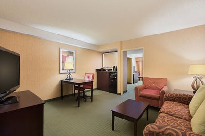Living Area | University Plaza Hotel and Convention Center Springfield