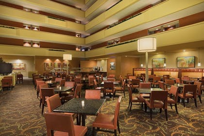 Restaurant | University Plaza Hotel and Convention Center Springfield