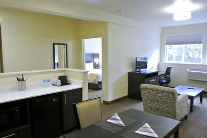 Living Area | Best Western Seattle Airport Hotel
