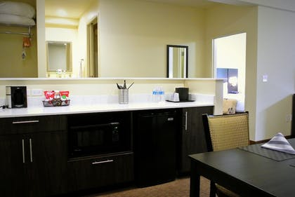 Private Kitchenette | Best Western Seattle Airport Hotel