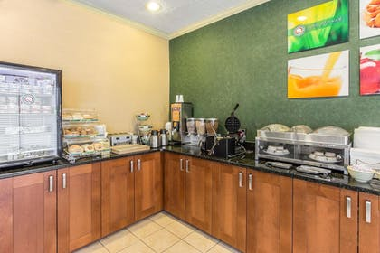 Breakfast Area   Quality Inn & Suites Conference Center