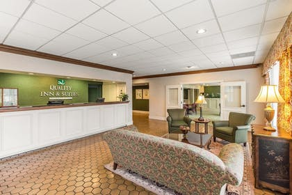 Lobby   Quality Inn & Suites Conference Center