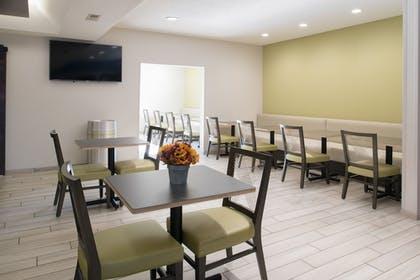 Restaurant | Holiday Inn Express Hotel & Suites Burlington