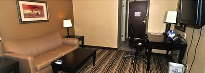Living Room | Holiday Inn Express Hotel & Suites Burlington