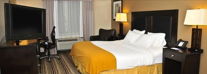 Guestroom | Holiday Inn Express Hotel & Suites Burlington