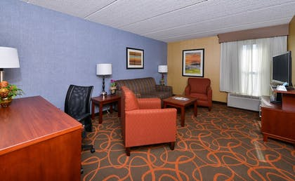 Living Area | Best Western Plus Fresno Airport Hotel