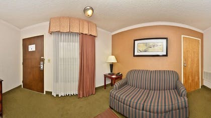 Living Room | Best Western Plus Galleria Inn & Suites