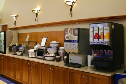 Breakfast Area | Best Western Plus Galleria Inn & Suites