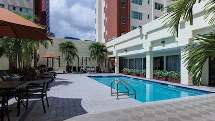 Pool | Holiday Inn Port of Miami - Downtown