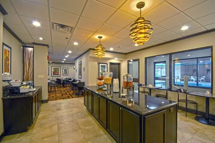 Breakfast Area | Best Western Executive Hotel Of New Haven-west Haven