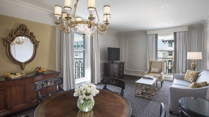 | 1 King Bed Executive Suite | Willard InterContinental Washington