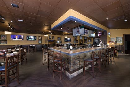 Hotel Bar | Best Western Premier Milwaukee-Brookfield Hotel & Suites