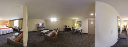 Guestroom | Best Western Premier Milwaukee-Brookfield Hotel & Suites