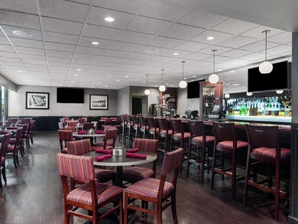 Restaurant | DoubleTree by Hilton Newark Penn Station