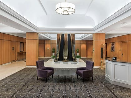 Lobby Sitting Area | DoubleTree by Hilton Newark Penn Station